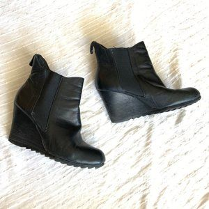 Michael Kors black leather wedge ankle boots sz 6